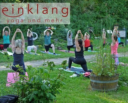 """Rückblick: EINKLANG Workshop """"Kräuter-Yoga mit Vesper"""""""
